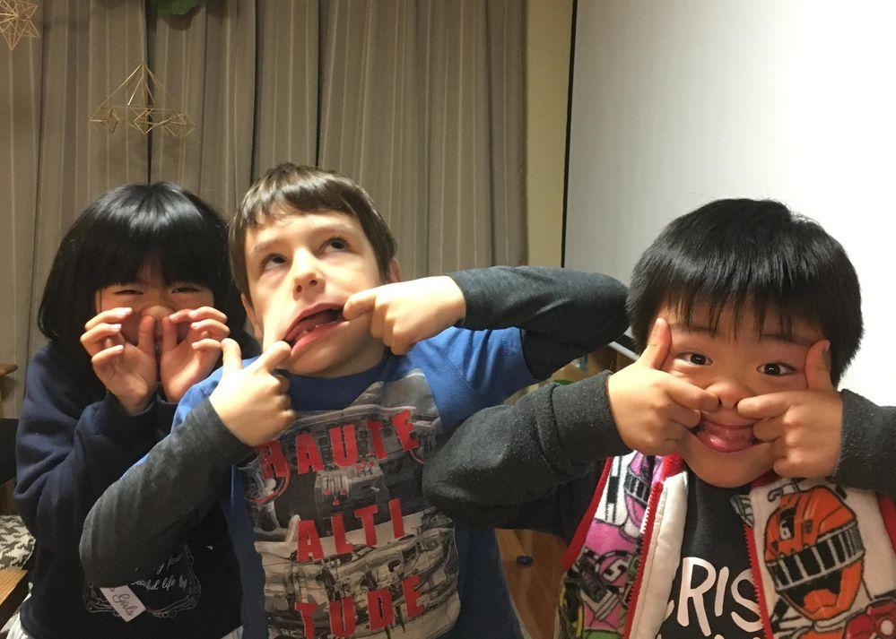 子供たち同士は大人よりも早く、こんなに仲良しに!