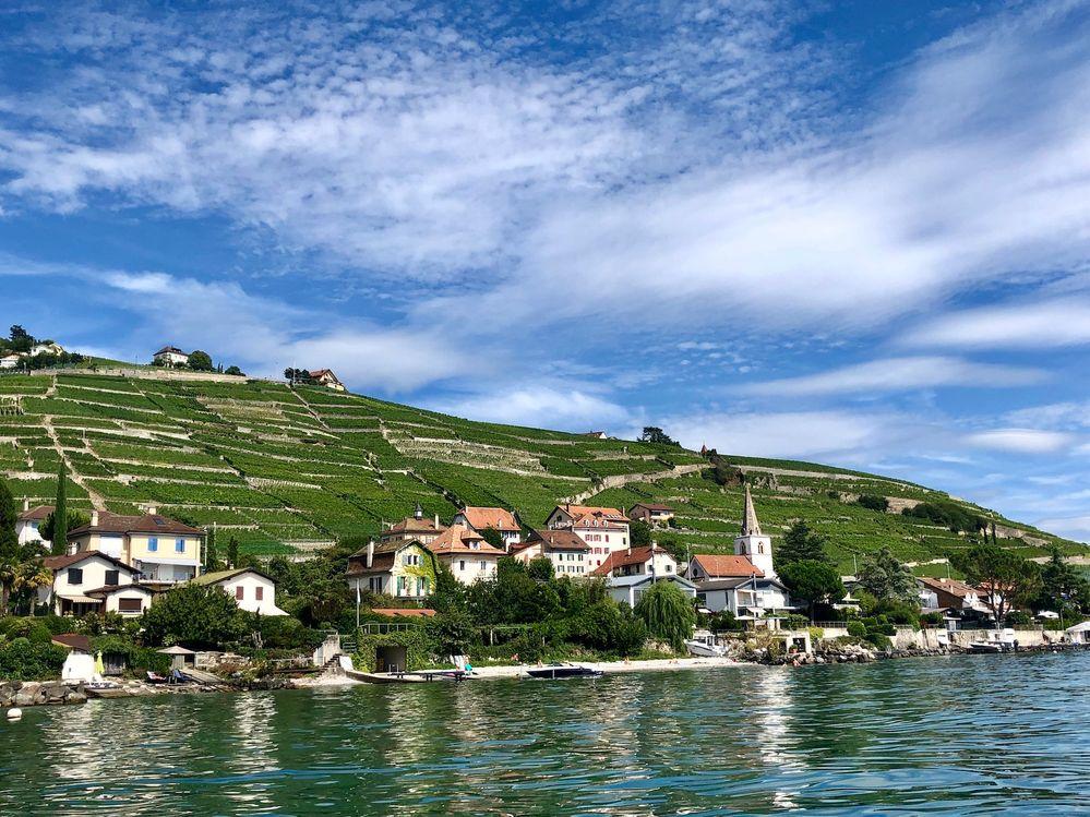 Le village de Cully, j'ai pris cette photo depuis un paddleboard !