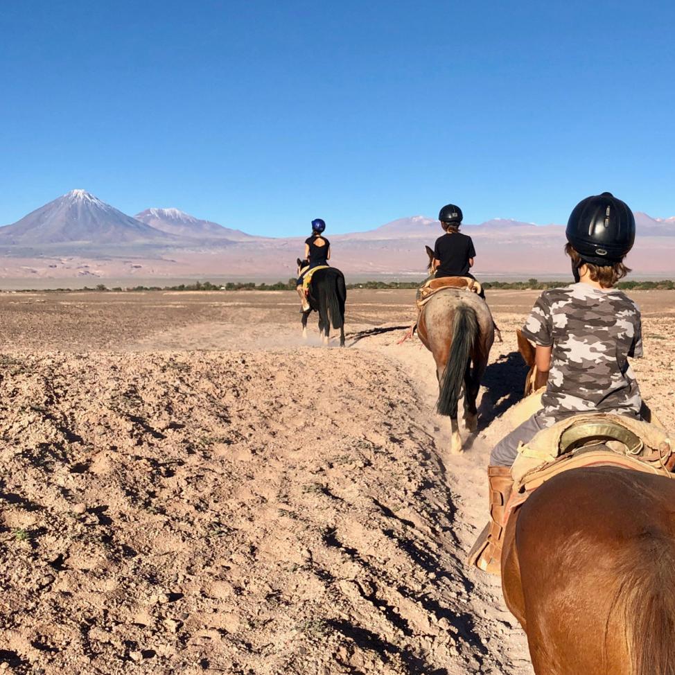 La famille Popp à cheval à Atacama, au Chili.