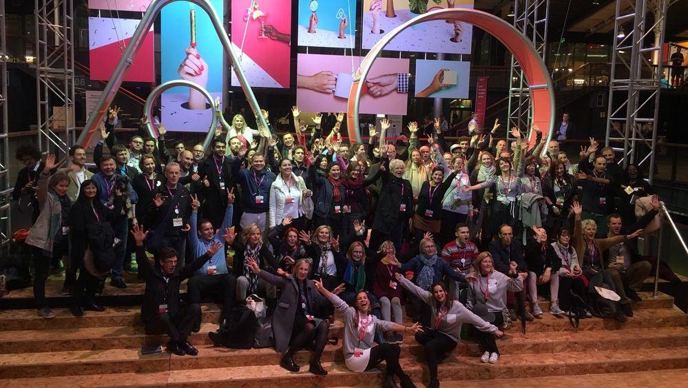 Die DACH-Gruppe bei Airbnb Open 2015 in Paris