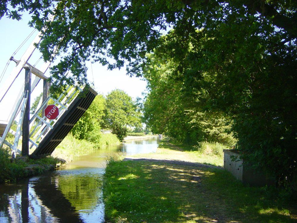 Lift bridge, Llangollen Canal