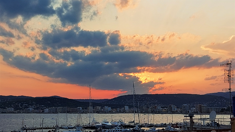 See the most beautiful sunset on the Catalonia coast