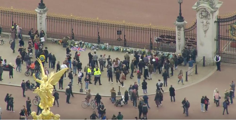 People have started laying flowers outside the palace, the Royal Family does not wish for coronavirus restrictions to be broken.