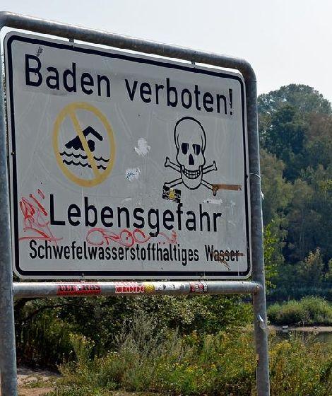 Silbersee und Warnschild
