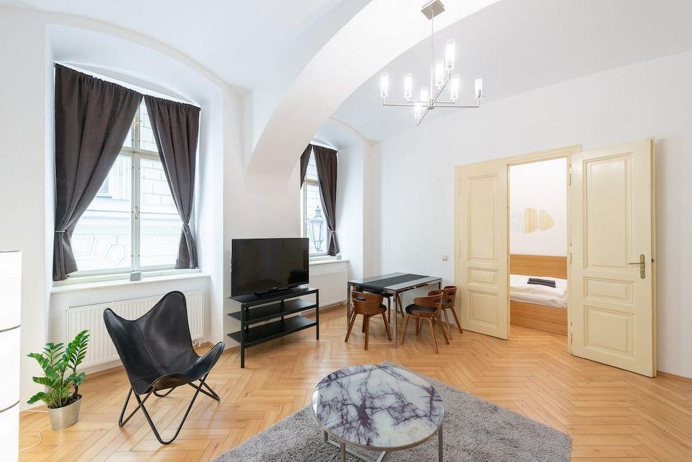 Critique my listing - Petra from Prague