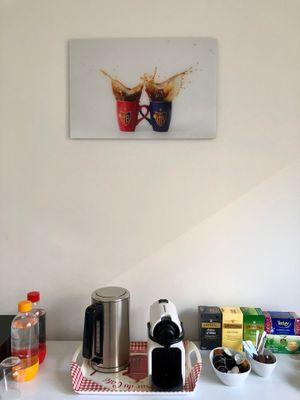 Mein Neustes Highlight Hängt Im Gästezimmer. Foto Ausgewechselt Und Statt  NYC Nun Ein Passenders Von Mir. Verbindet Die Kaffee/Teeecke Mit Basel, ...